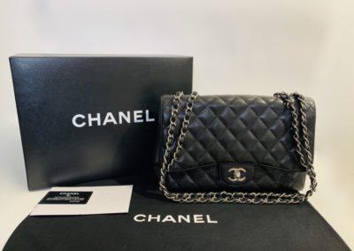 Chanel Jumbo Classic Flap laukku